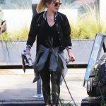 Hilary Duff Stops by a Gym in Studio City 12/28/2016-3