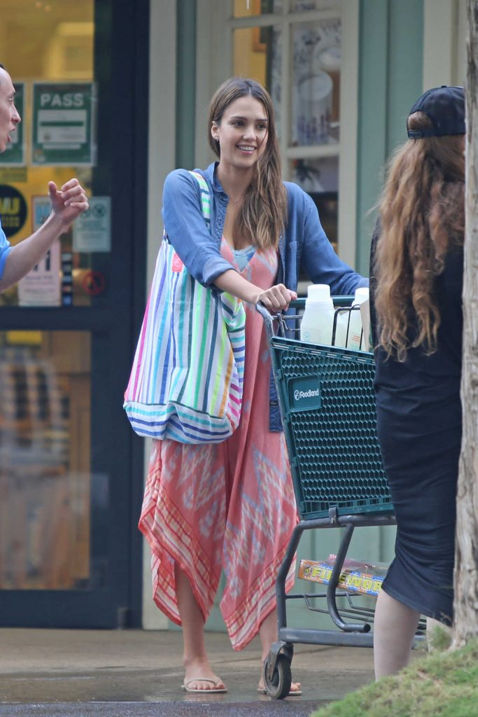 Jessica Alba Goes Shopping Out in Hawaii 12/29/2016-1