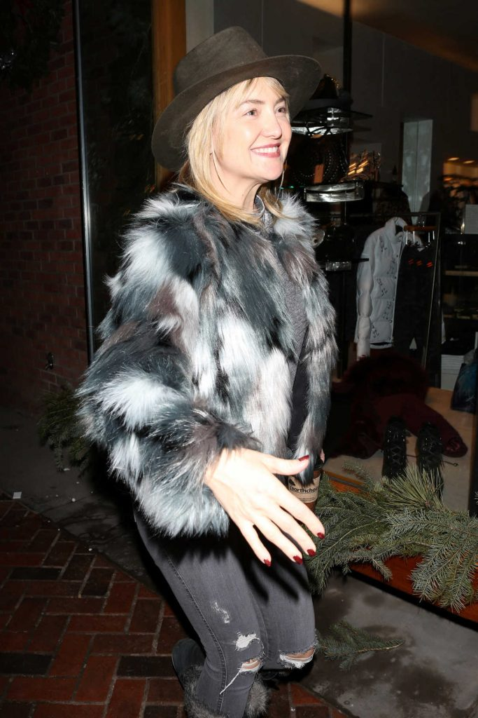 Kate Hudson Goes Shopping in Aspen 12/27/2016-1