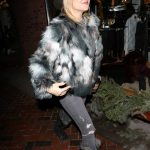 Kate Hudson Goes Shopping in Aspen 12/27/2016-2