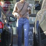 Kendall Jenner Arrives at Sweetgreen in West Hollywood 12/28/2016-3