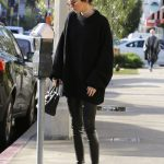 Kendall Jenner Goes Shopping in Beverly Hills 12/22/2016-2