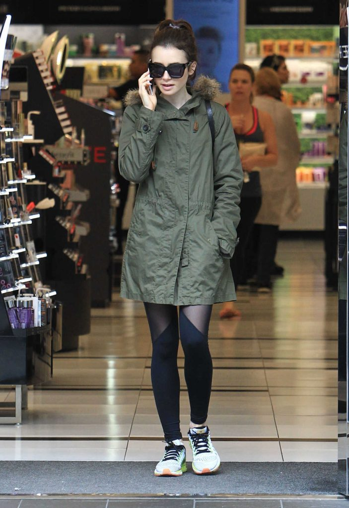 Lily Collins Does Some Christmas Shopping at the Grove in Los Angeles 12/09/2016-1