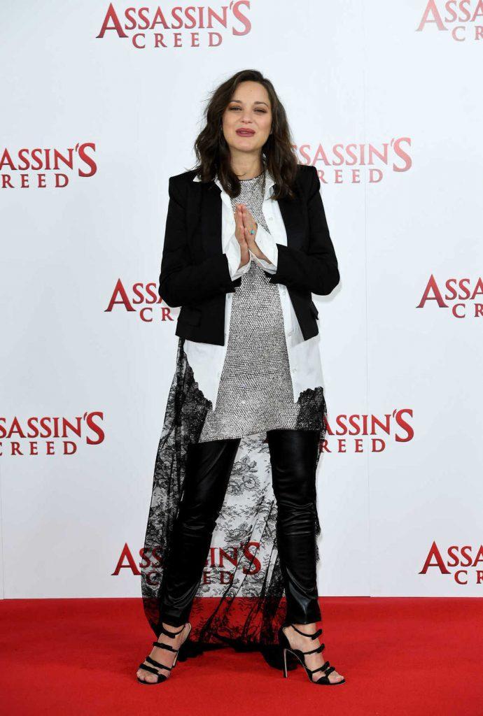 Marion Cotillard at Assassin's Creed Photocall in London 12/08/2016-1