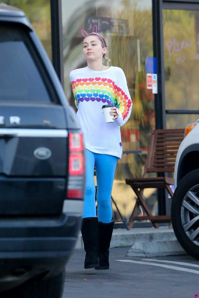 Miley Cyrus Was Seen Out in LA 12/15/2016-1
