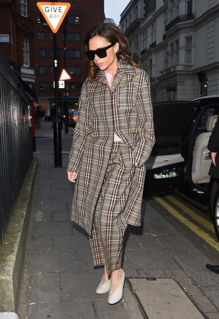 Victoria Beckham Goes Shopping Out in London 12/16/2016-1
