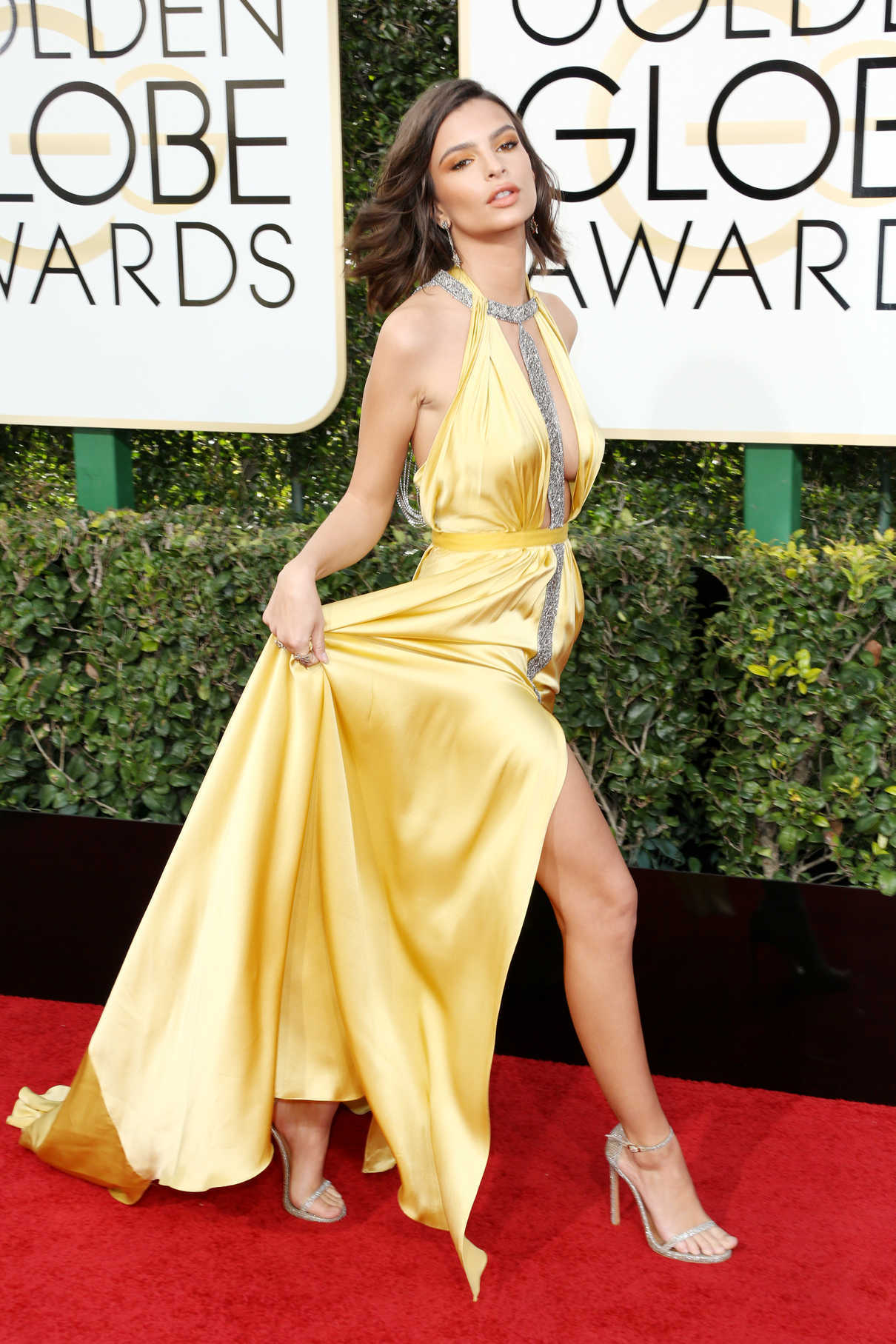 Emily Ratajkowski at the 74th Annual Golden Globe Awards in Beverly Hills 01/08/2017-2