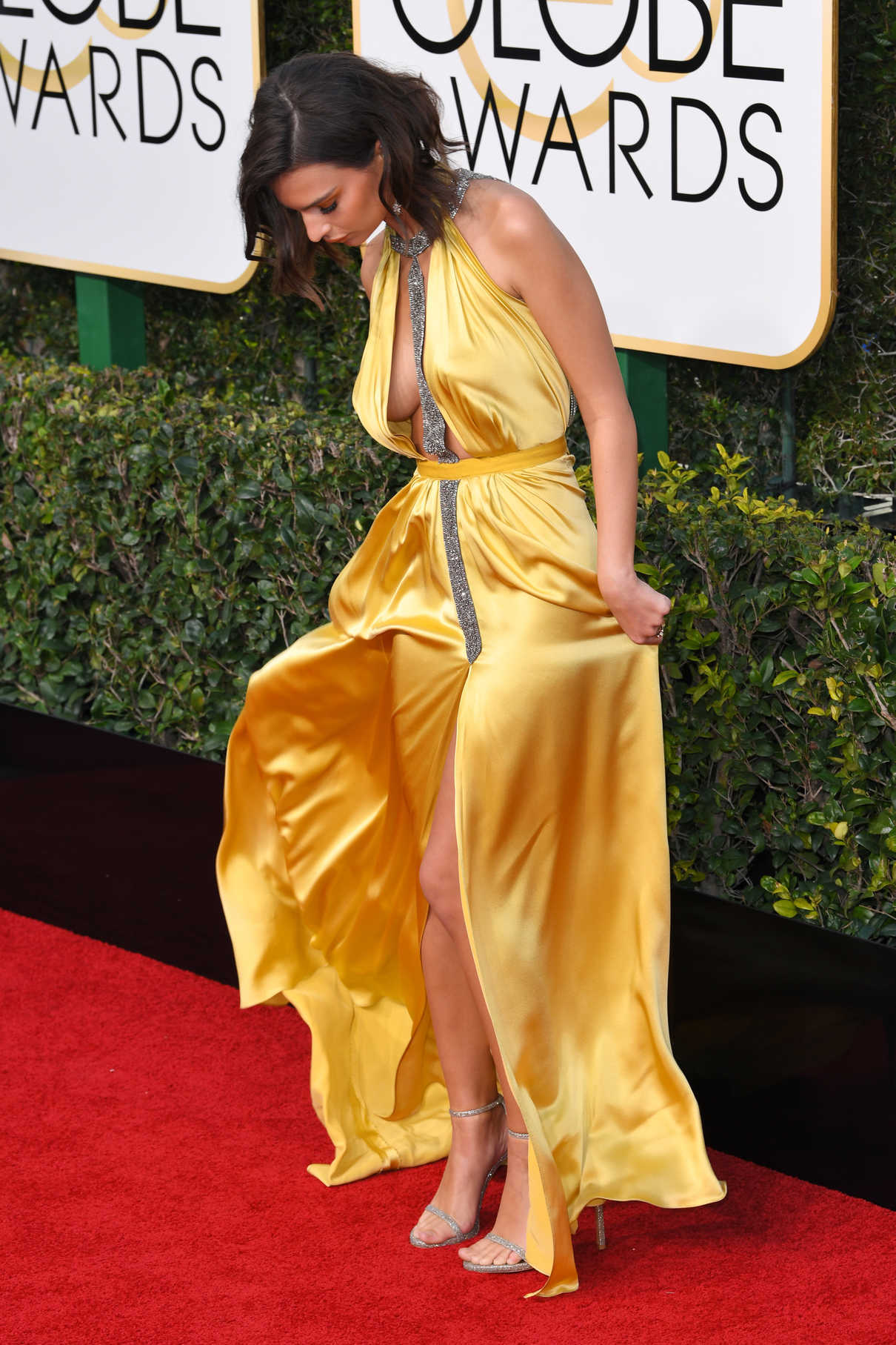 Emily Ratajkowski at the 74th Annual Golden Globe Awards in Beverly Hills 01/08/2017-4