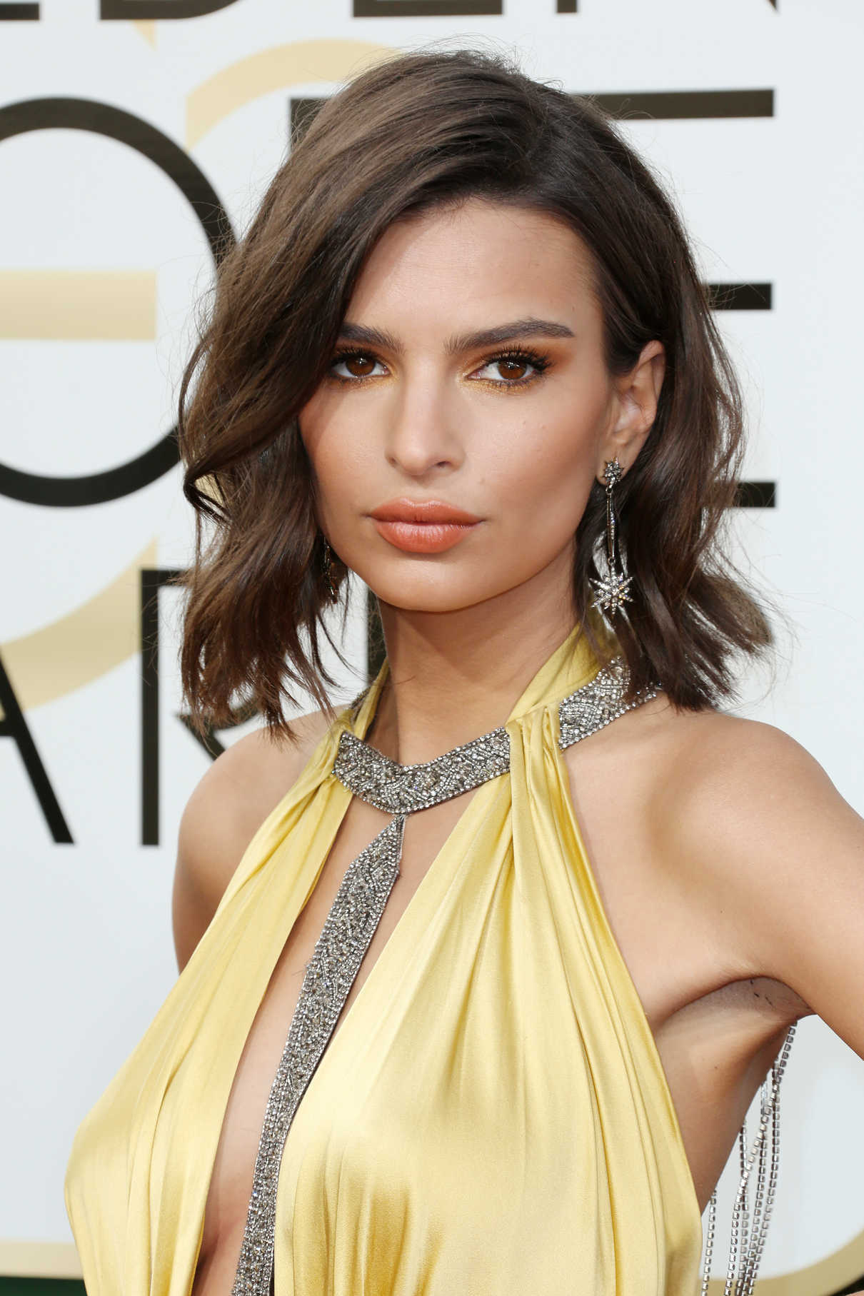 Emily Ratajkowski at the 74th Annual Golden Globe Awards in Beverly Hills 01/08/2017-5