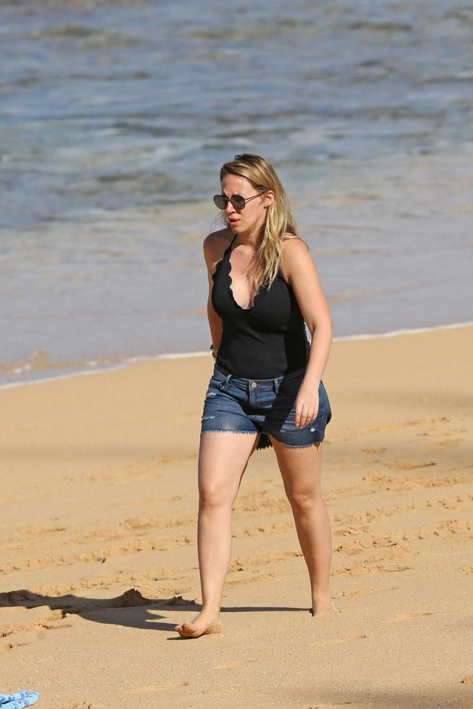 Haylie Duff Was Seen at the Beach in Hawaii 01/02/2017-1