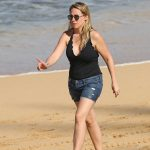 Haylie Duff Was Seen at the Beach in Hawaii 01/02/2017-4
