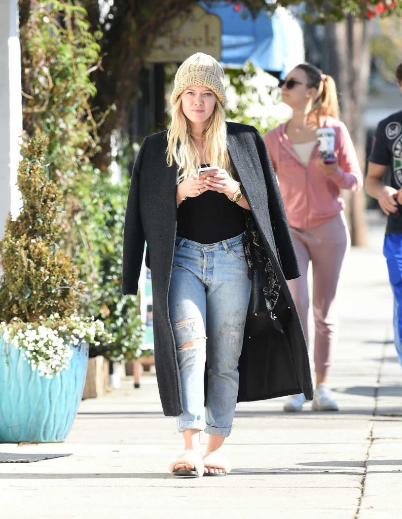 Hilary Duff Was Seen Out in Los Angeles 01/06/2017-1