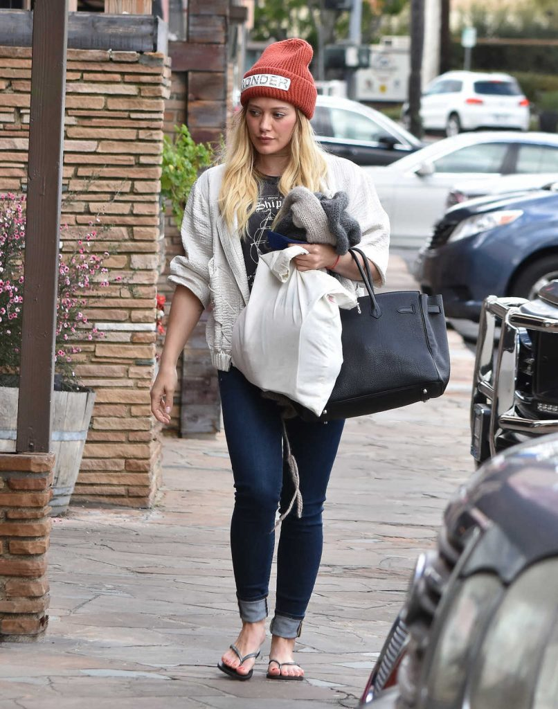 Hilary Duff Was Seen Out in Studio City 01/13/2017-1