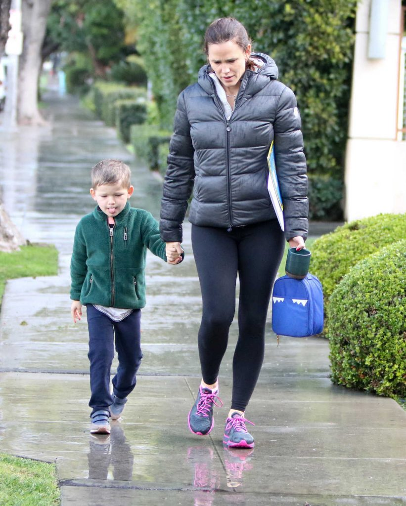 Jennifer Garner Was Seen With Her Son Samuel in Los Angeles 01/23/2017-1