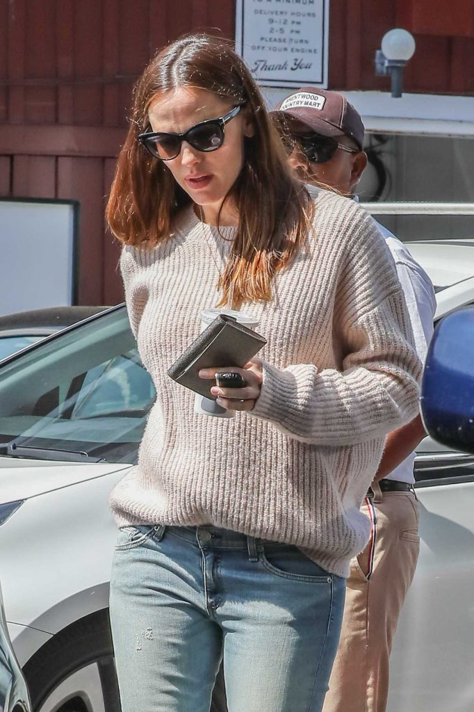 Jennifer Garner Was Seen Out in Brentwood 03/18/2017-1