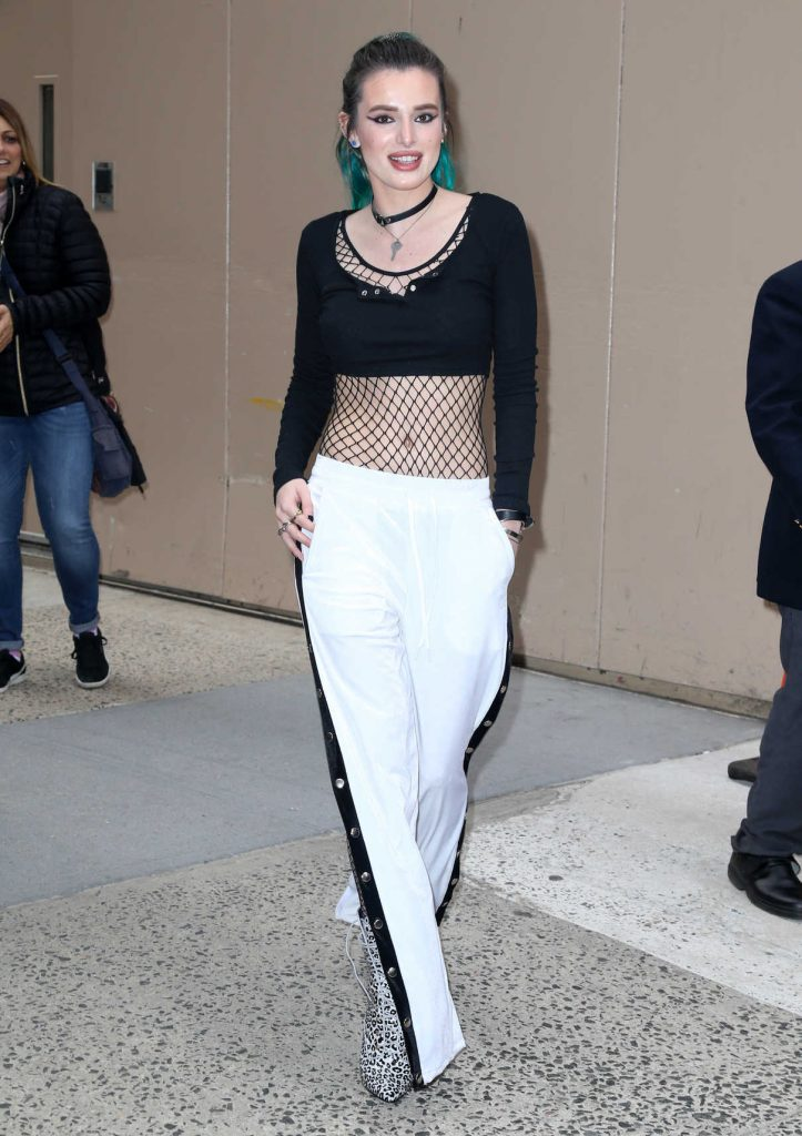 Bella Thorne at Live with Kelly in New York City 04/19/2017-1
