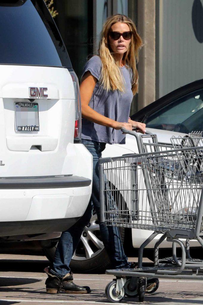 Denise Richards Goes Grocers Shopping in Malibu 04/10/2017-1