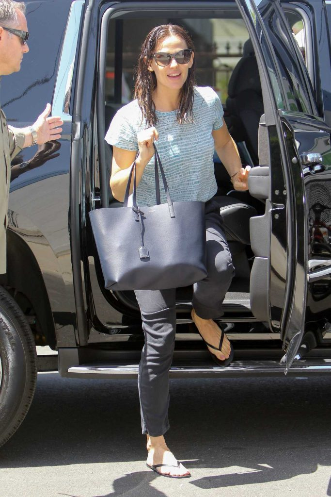 Jennifer Garner Arrives at a Studio in Burbank 04/23/2017-1