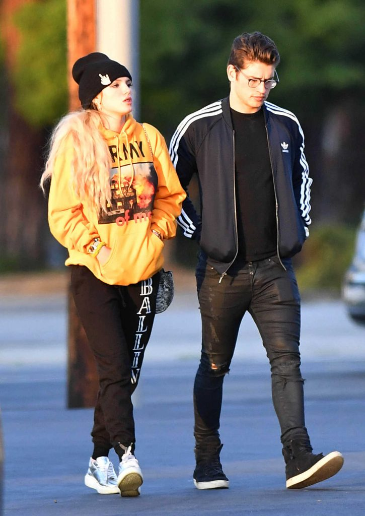 Bella Thorne Was Spotted Out With Gregg Sulkin in Studio City 05/29/2017-1