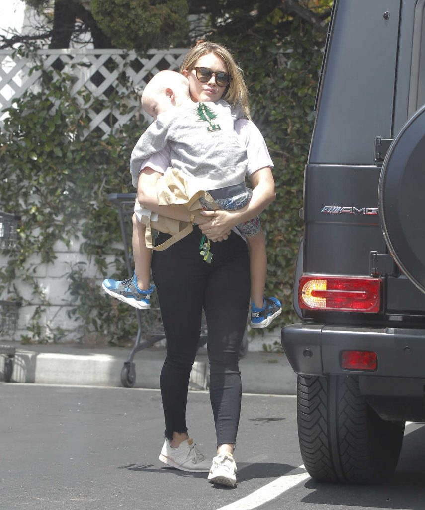 Hilary Duff Goes Shopping at Bristol Farms in Beverly Hills 05/14/2017-1