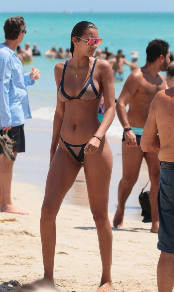 Lais Ribeiro in Bikini at the Beach in Miami 05/27/2017-1