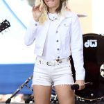 Miley Cyrus Performs at the NBC Today Show in New York 05/26/2017-3