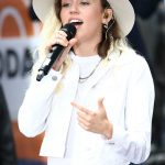 Miley Cyrus Performs at the NBC Today Show in New York 05/26/2017-4