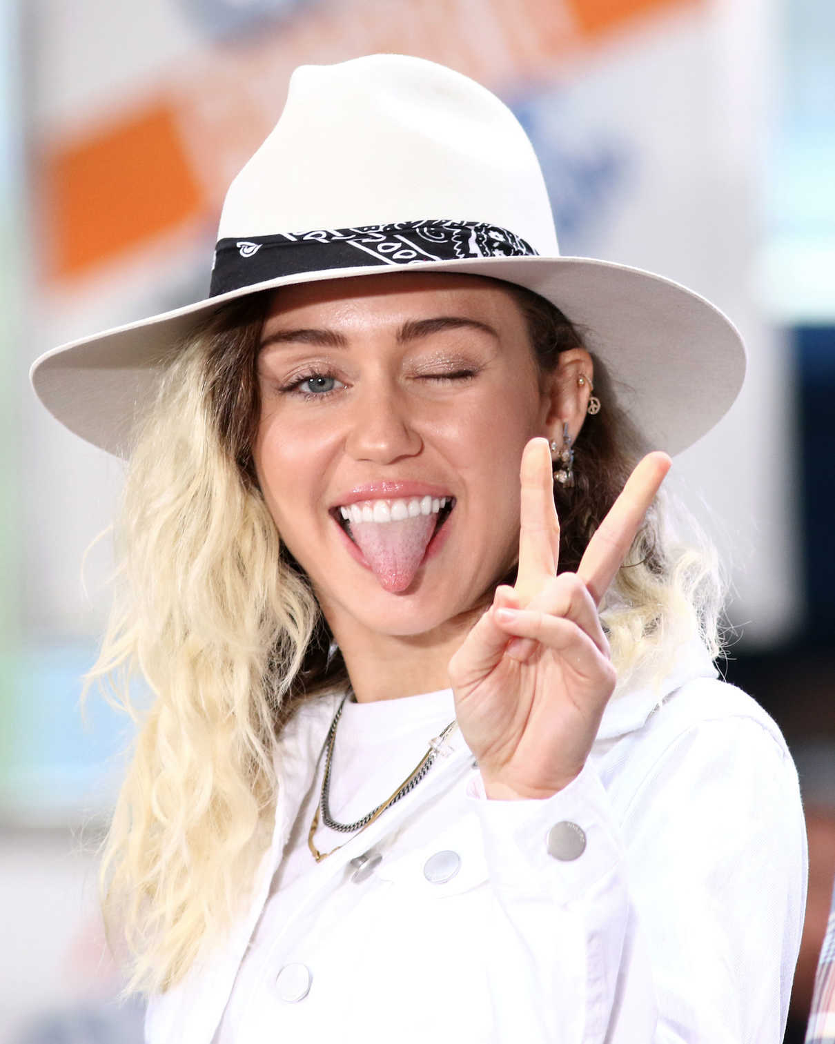 Miley Cyrus Performs at the NBC Today Show in New York 05/26/2017-5