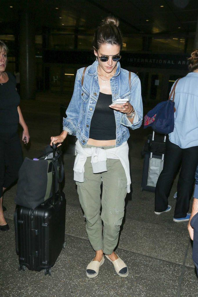 Alessandra Ambrosio Arrives at LAX Airport in LA 06/09/2017-1