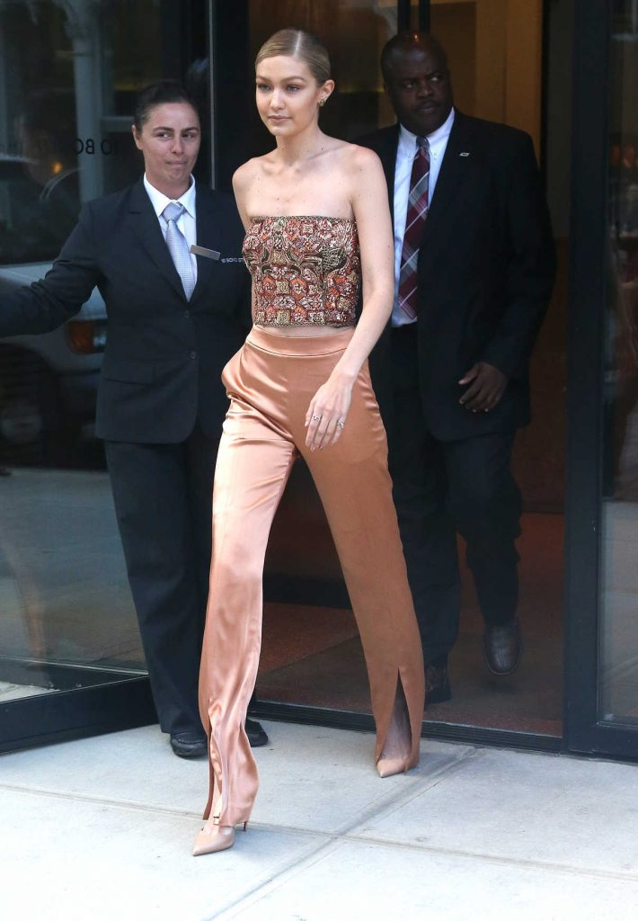 Gigi Hadid Leaves Her Apartment in New York 06/27/2017-1