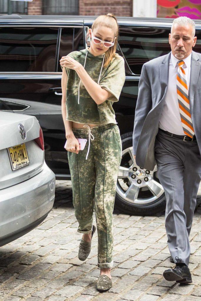 Gigi Hadid Returns Home in NYC 06/09/2017-1