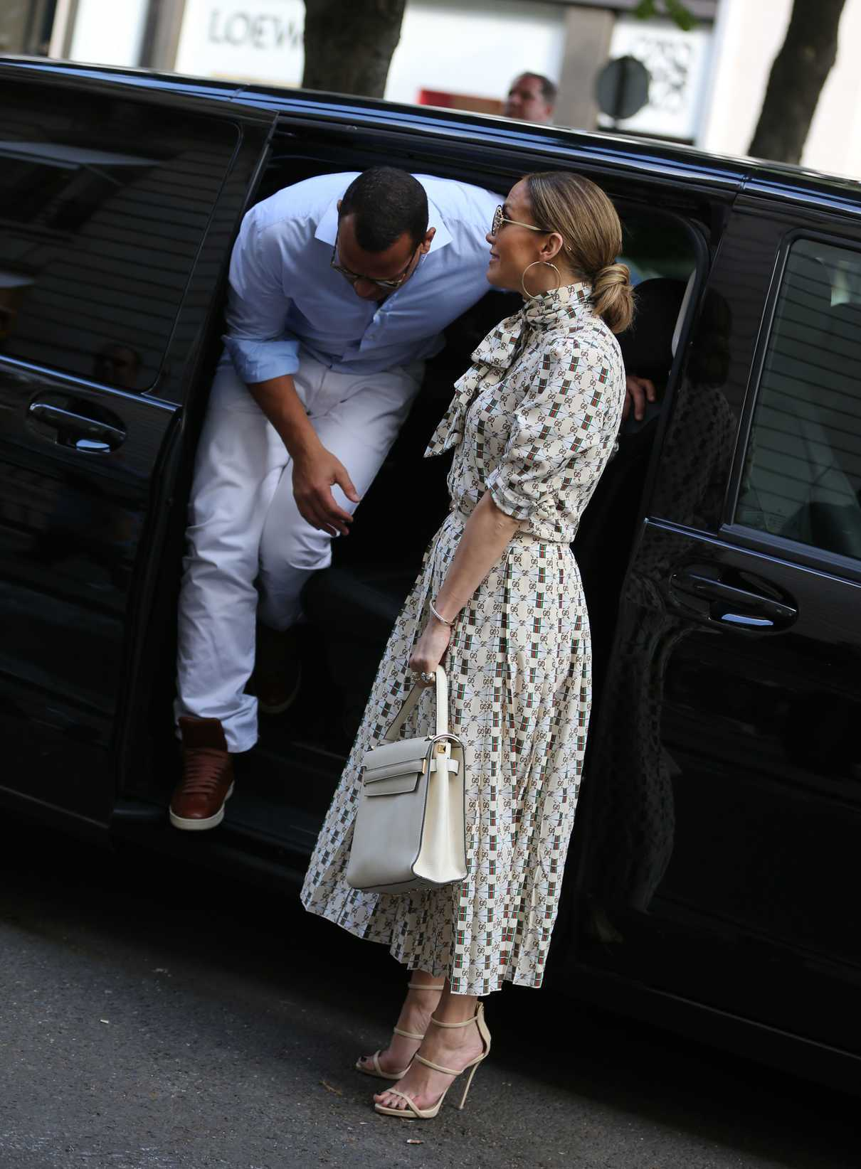 Jennifer Lopez Visits the Louvre in Paris With Her Boyfriend Alex Rodriguez 06/17/2017-2