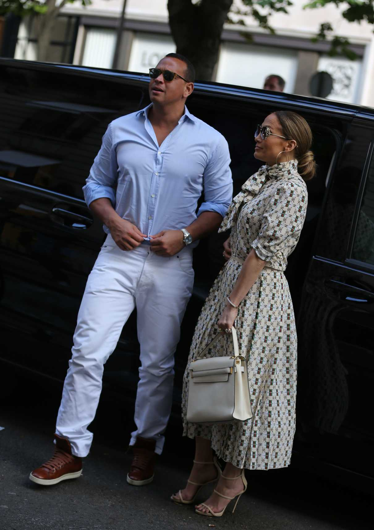 Jennifer Lopez Visits the Louvre in Paris With Her Boyfriend Alex Rodriguez 06/17/2017-3