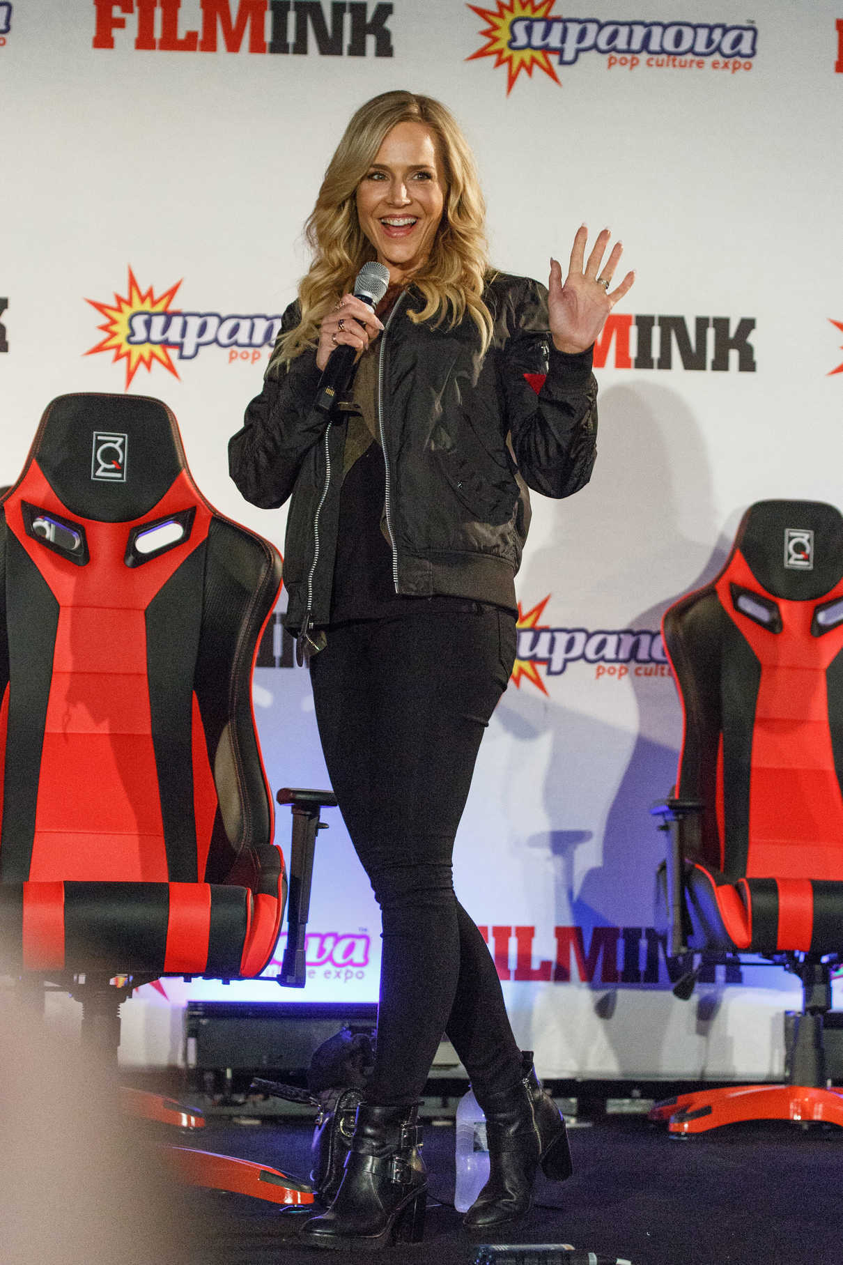 Julie Benz at the Supanova Comic Con and Gaming Expo in Sydney 06/17/2017-3