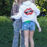 Kate Hudson Was Seen Out in Brentwood 06/18/2017-4