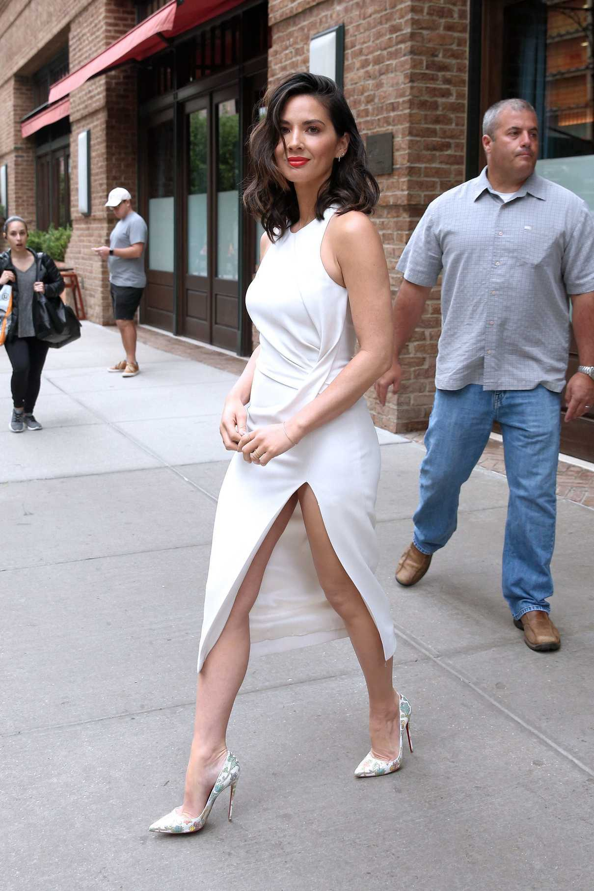 olivia munn wears a cream dress out in new york city 06 16 2017 lacelebs co. Black Bedroom Furniture Sets. Home Design Ideas
