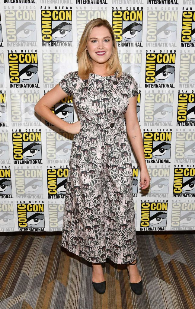 Eliza Taylor at The 100 Press Line During the San Diego Comic-Con International 07/22/2017-1