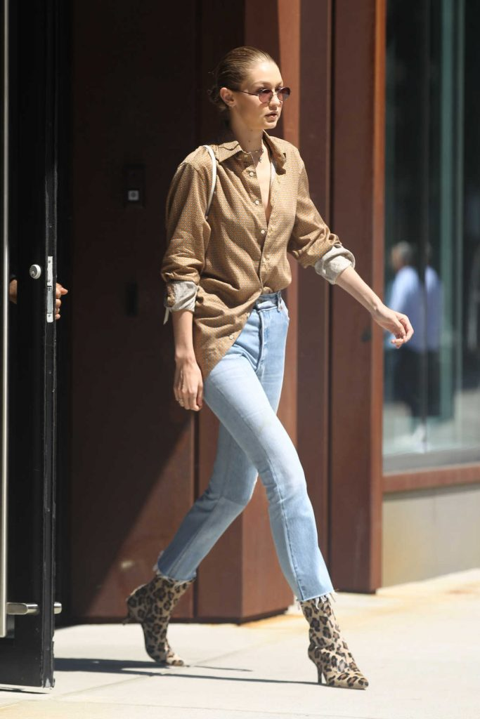 Gigi Hadid Leaves Her Apartment in NYC 07/18/2017-1