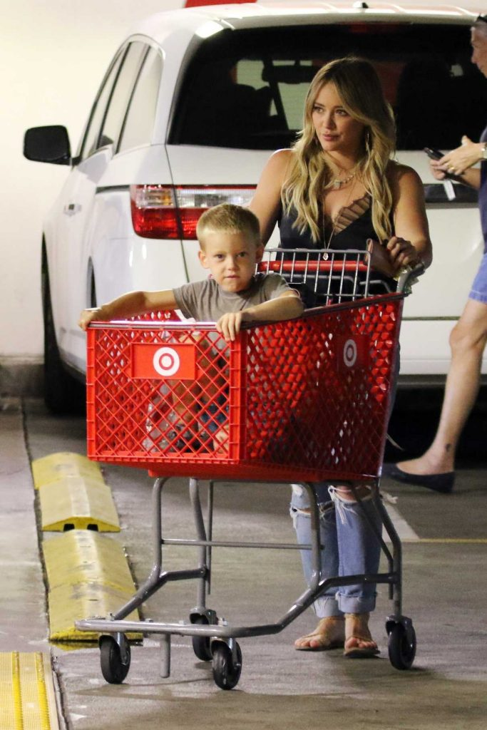 Hilary Duff Goes Shopping at Target in Los Angeles 07/14/2017-1