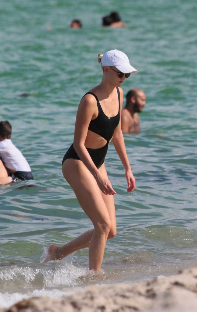 Karlie Kloss Wears a Black Swimsuit at the Beach in Miami 07/18/2017-1