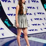 Hailee Steinfeld at the 2017 MTV Video Music Awards in Los Angeles 08/27/2017-3