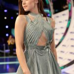 Hailee Steinfeld at the 2017 MTV Video Music Awards in Los Angeles 08/27/2017-4