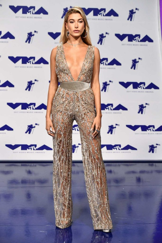 Hailey Baldwin at the 2017 MTV Video Music Awards in Los Angeles 08/27/2017-1