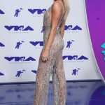 Hailey Baldwin at the 2017 MTV Video Music Awards in Los Angeles 08/27/2017-3