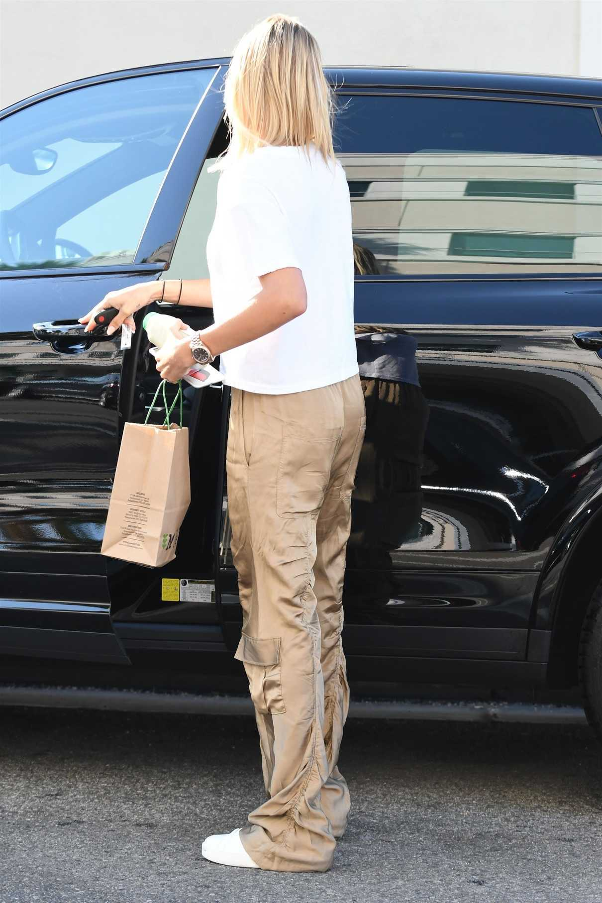 Hailey Baldwin Stops by the M Cafe in West Hollywood 08/04/2017-4