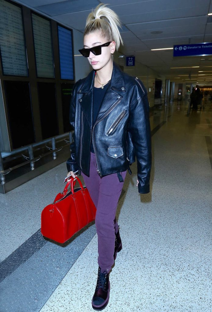 Hailey Baldwin Was Seen at LAX Airport in LA 08/03/2017-1