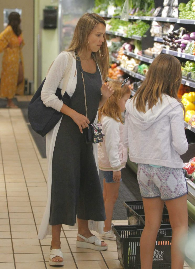 Jessica Alba Shops at Whole Foods in Beverly Hills 07/30/2017-1