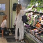 Jessica Alba Shops at Whole Foods in Beverly Hills 07/30/2017-2