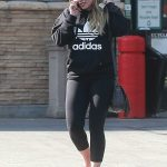 Hilary Duff Chats on the Phone in Studio City 09/08/2017-4