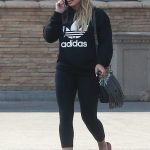 Hilary Duff Chats on the Phone in Studio City 09/08/2017-5